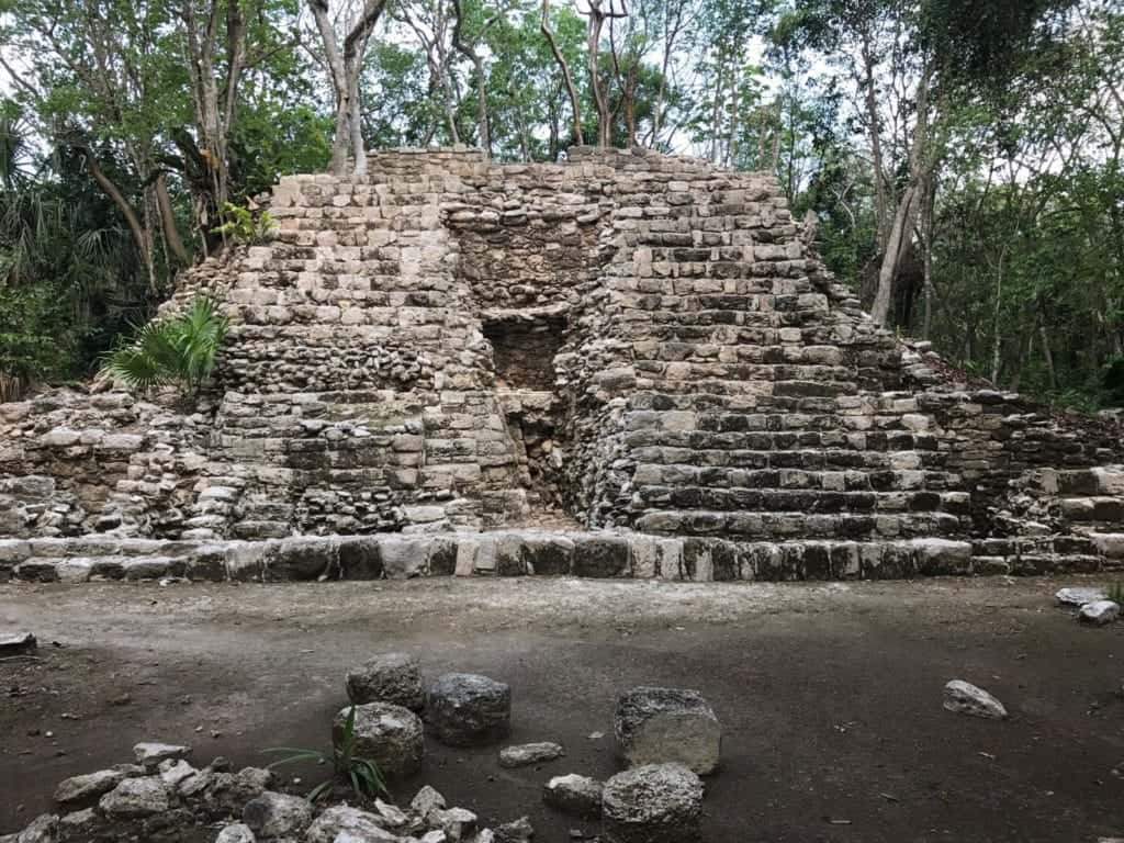 One of the structures at Oxtankah. Photo by Bill Thompson